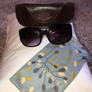 Fossil Sunglasses with cloth pouch & leather case